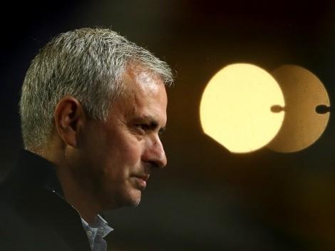 FECHOU! Mourinho pede e Roma contrata atacante do Chelsea para o lugar de Dzeko