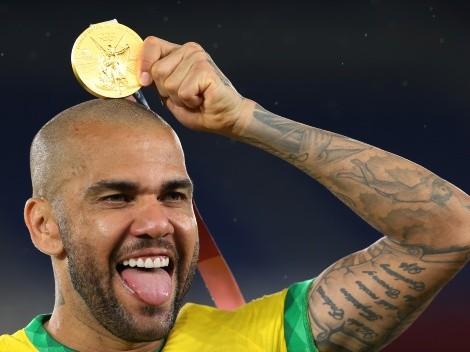 Daniel Alves tem 4 propostas do futebol brasileiro e deve definir futuro nos próximos dias